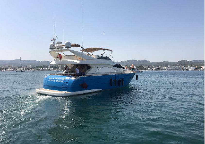 Boat rental on offer with a super price in Ibiza